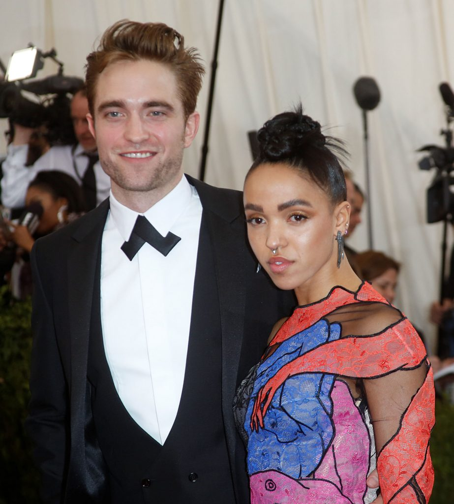 Who is Robert Pattinson dating Robert Pattinson girlfriend wife