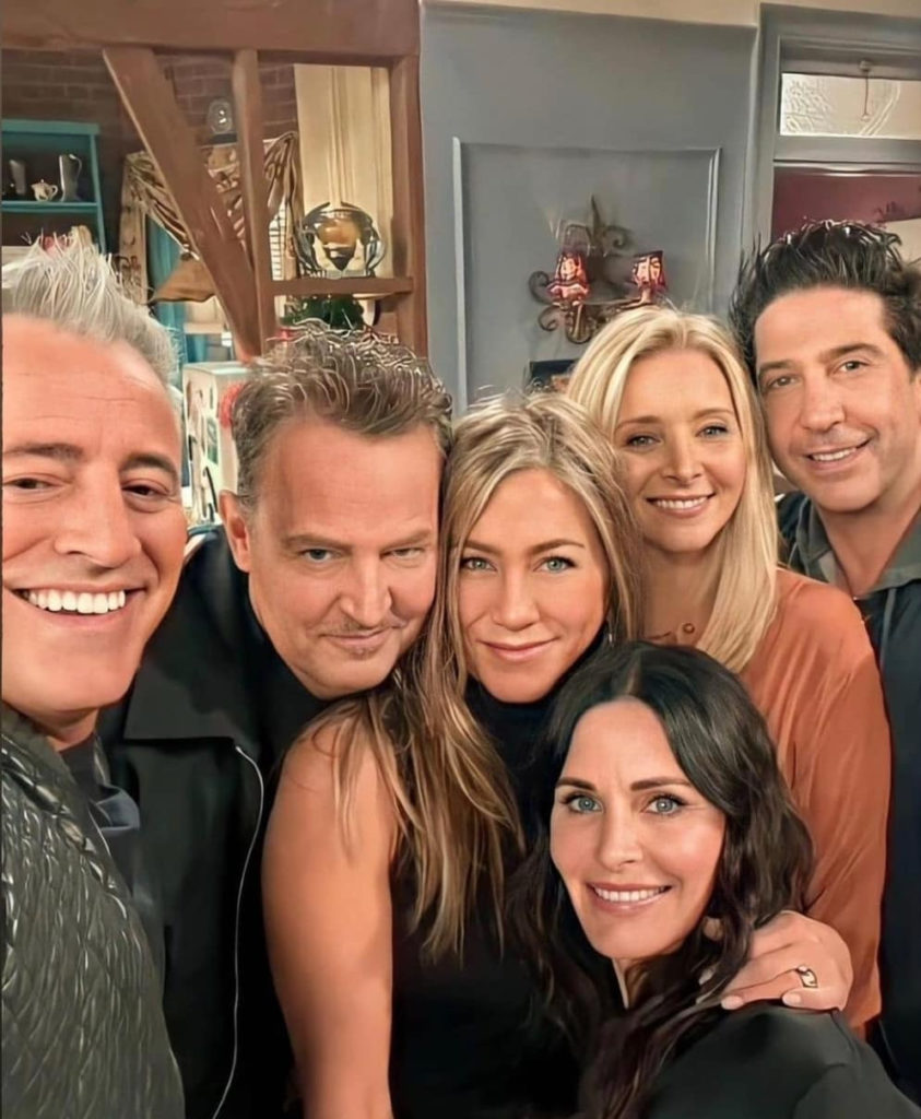 Friends fans react to rumour Jennifer Aniston and David Schwimmer are DATING | Goss.ie